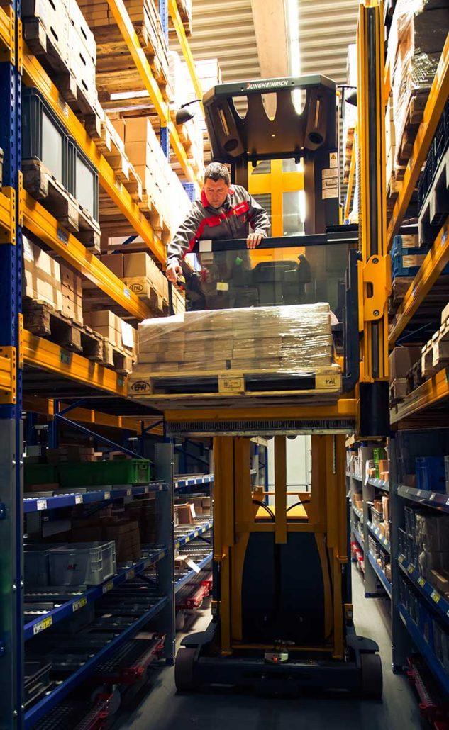L-mobile rfid-finder.com Lagerplatzkennzeichnung mit RFID Technologie Hochregallager Stapler Warenscan